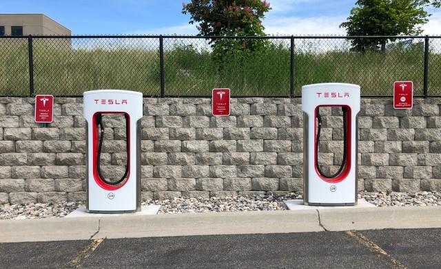 След Apple: Tesla също планира сплит на акциите си