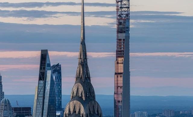 Най-тънкият небостъргач е пред завършване