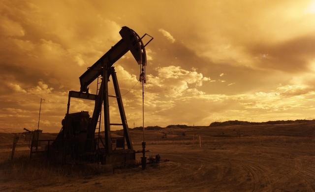 Петролът е на път към второ поредно седмично повишение