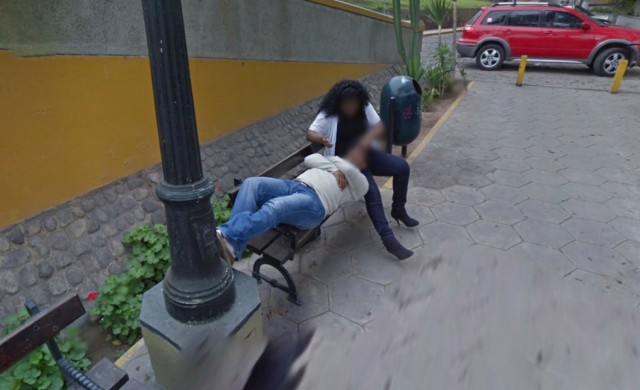Мъж спипа съпругата си в изневяра в Google Street View