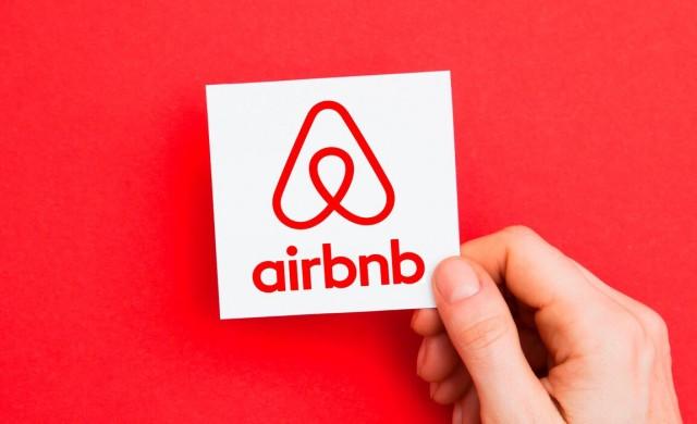 Как основателят на Airbnb стартира компанията и колко пари притежава днес?