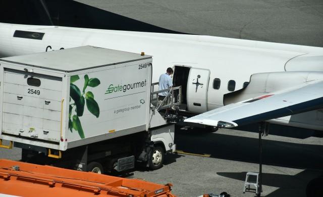 Азиатските авиокомпании вече доставят храна по домовете