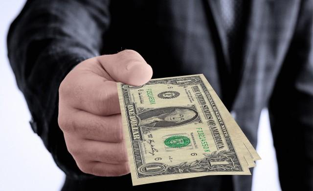 Компаниите в САЩ плащат по-високи заплати на новите си служители
