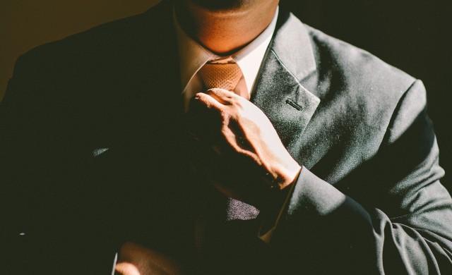 Защо толкова много некомпетентни мъже стават лидери?