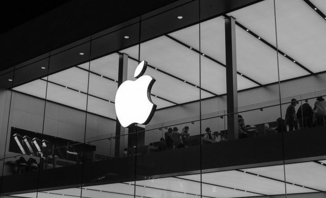Тим Кук – 10 години начело на най-скъпата компания в света