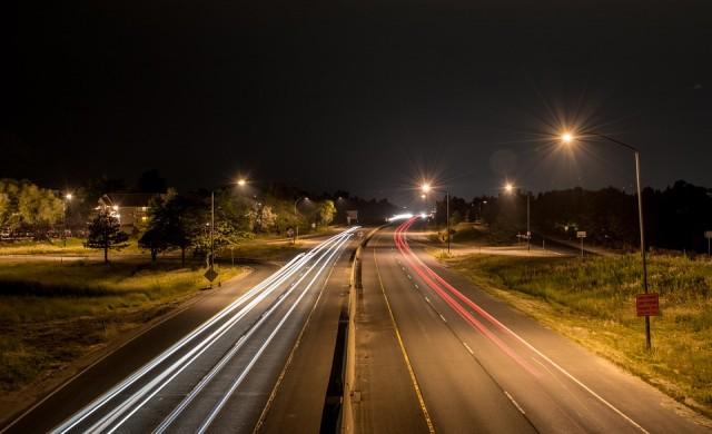 Замърсяването от уличното осветление води до намаляване на насекомите