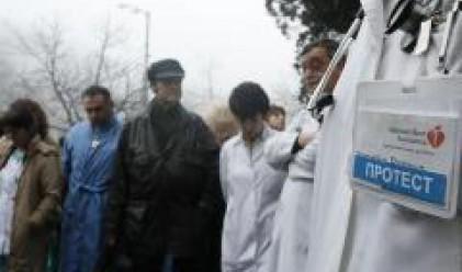 Продължават лекарските протести