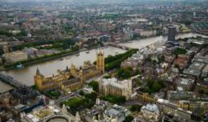 И през август цените на жилищата във Великобритания се понижават