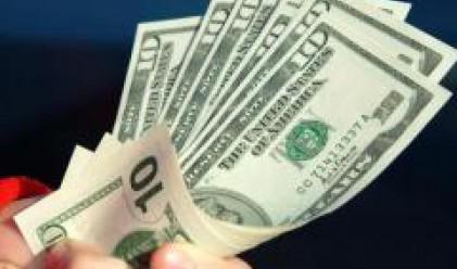 Доларът силен, йената още по-силна