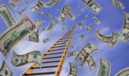 Инфлацията топи парите в банките