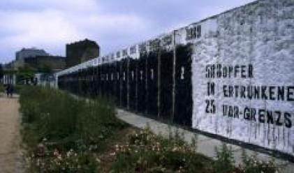 Продават парчета от Берлинската стена