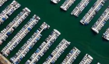 Вдигат яхтен порт с бензиностанция