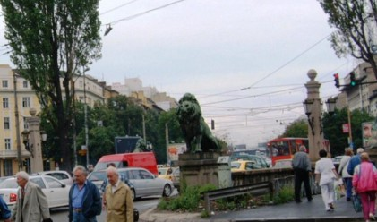 Метрото затваря бул.