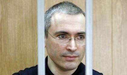 Наказаха Ходорковски за кутия цигари