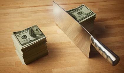 Компании плащат повече на шефовете си, отколкото данъци