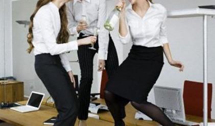 Защо се излагаме на офис партитата?