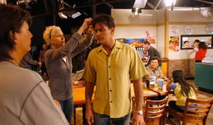 Чарли Шийн взима над 100 млн. долара от Warner Bros