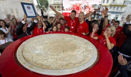 Хървати поставиха рекорд за най-голямо капучино (видео)