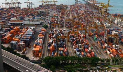 Търговския дефицит на САЩ нараства през юли