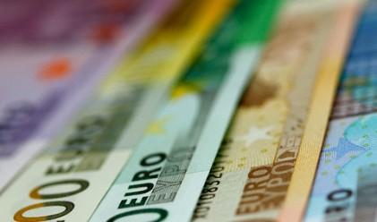 Еврото поевтинява преди данни за инвеститорското доверие в Германия