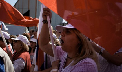 Коктейли Молотов срещу сълзотворни гранати в Гърция