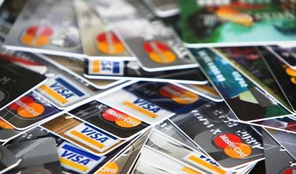 Колко харчат собствениците на различните кредитни карти?
