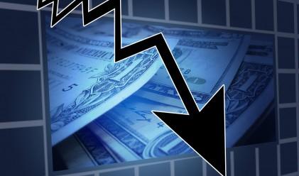Борсовите индекси в САЩ падат, цената на петрола – също