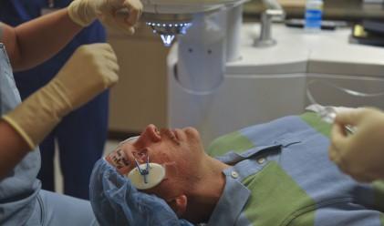 Робот извърши първата в света операция във вътрешността на окото