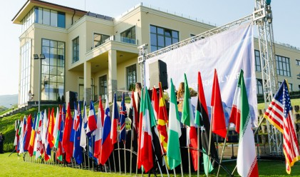 Деца от цял свят започнаха учебната година в АЕА