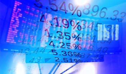 Индексите в САЩ затвориха на червено, но със седмичен ръст