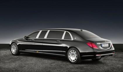 Mercedes показа бронирана лимузина, тежаща 5.6 тона