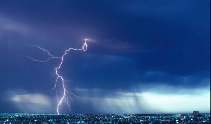 Силна буря остави без електричество цял щат в Австралия