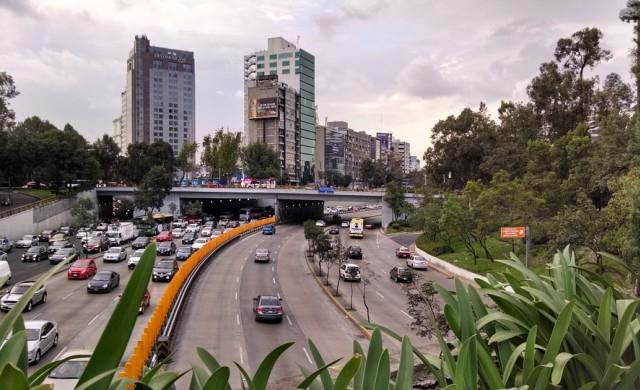 Гигантска дупка зейна в един от най-големите градове в света