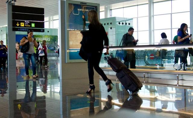 Ето какво никога да НЕ обличате за пътуване със самолет