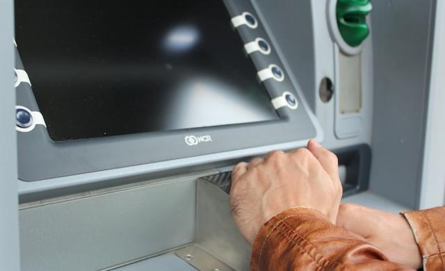 Колко плащате при теглене на пари от банкомат