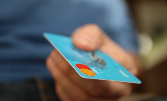 Плащаме с дебитна карта най-често за храна