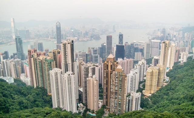 Над 1 000 купувачи се борят за четири  апартамента в Хонконг