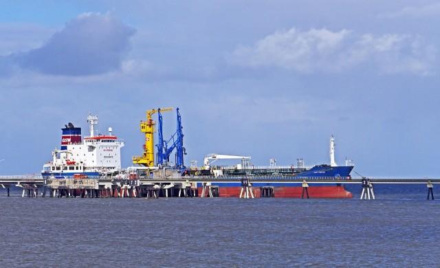 МАЕ: Търсенето на петрол ще надхвърли очакванията през 2017 г.