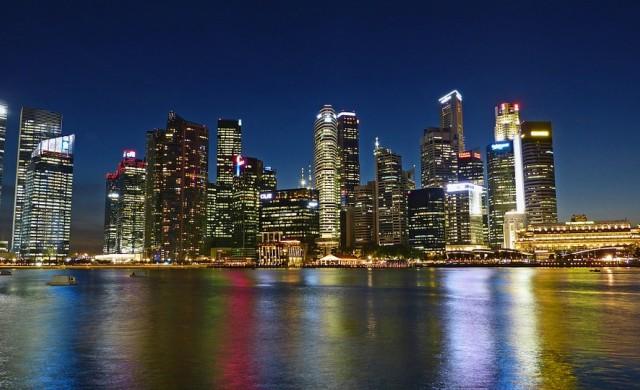 Защо японски милиардер се мести от Токио в Сингапур?