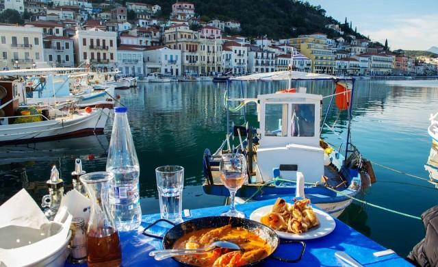 Топ 10 ястия, които да опитате в Гърция