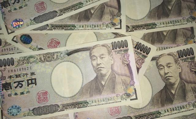 Азиатските акции поевтиняват, йената поскъпва