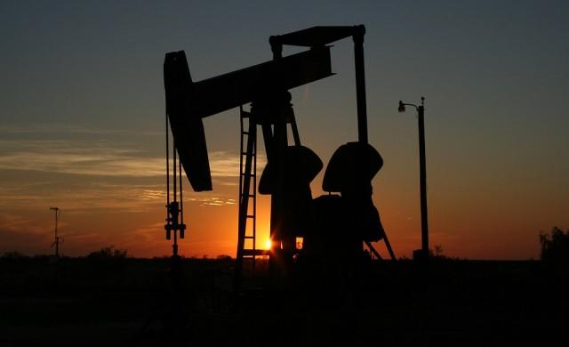 Цената на суровия петрол брент с близо 2-годишен връх