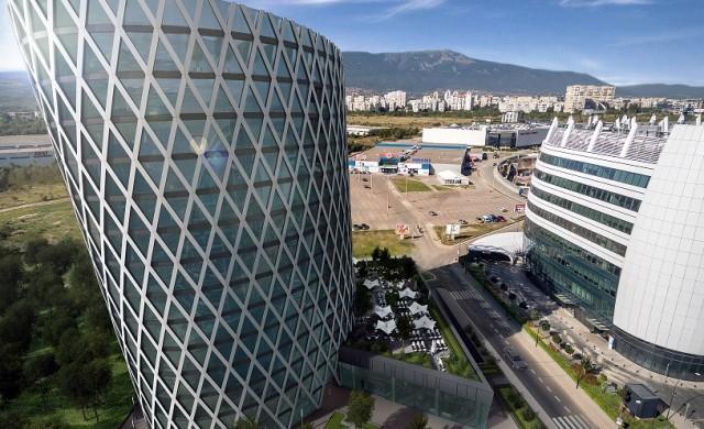 Офис в наклонена кула: работете в здравословна среда