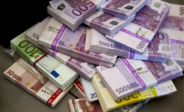 Сенчестото банкиране изненадващо се свива в ЕС