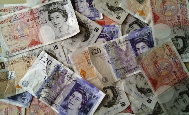 Британският паунд падна под 1.20 спрямо долара