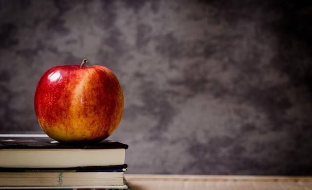 Продават пет училища заради дългове