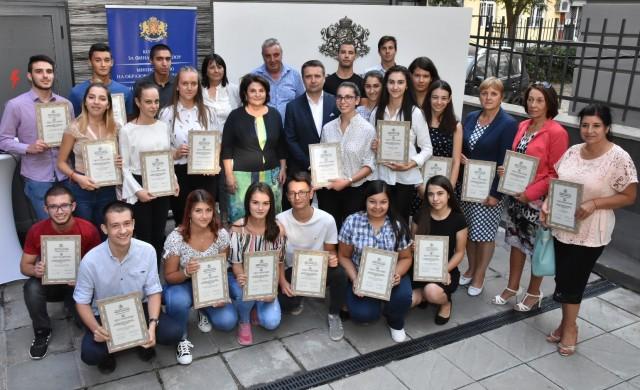 КФН проведе образователна програма за ученици