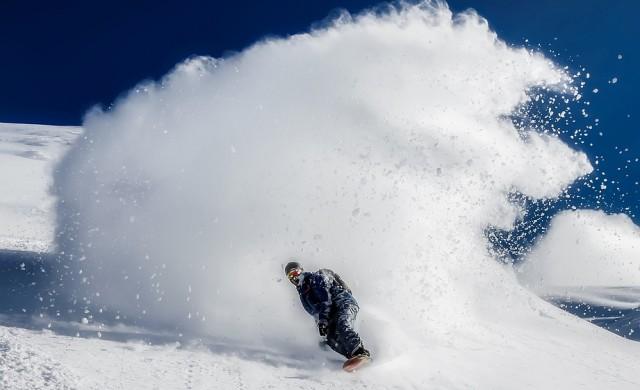 Компания търси 12 души, които да карат ски в лукс, плаща $2000
