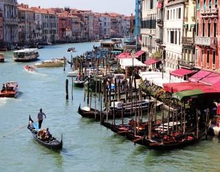 Глобиха с 3000 евро туристи, плували голи в каналите на Венеция