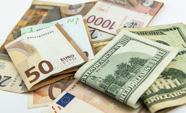 Задава ли се нова валутна война между Европа и САЩ?